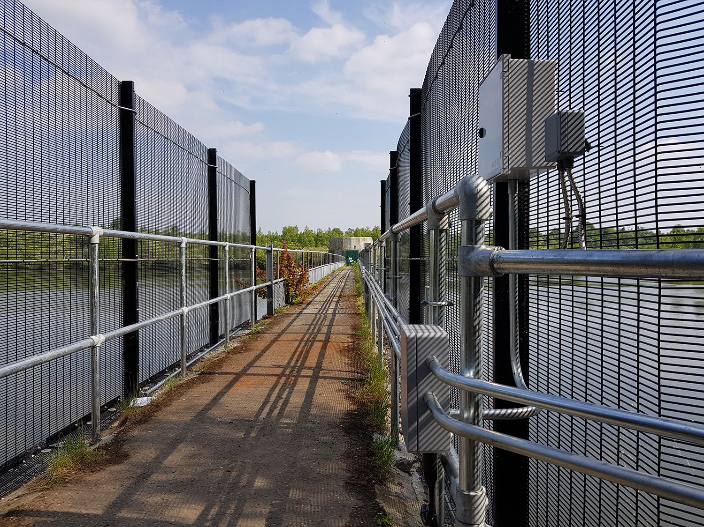 https://www.secureeng.co.uk/wp-content/uploads/2015/09/Fencing-on-bridge.jpg
